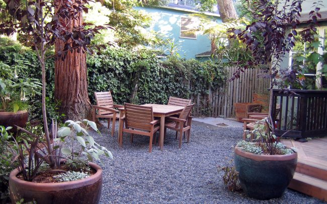 Canyon Family Playground: Outdoor dining area