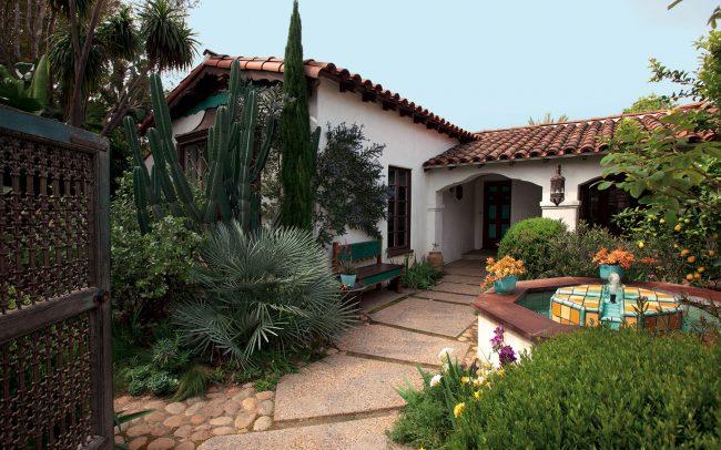 Lush entry courtyard