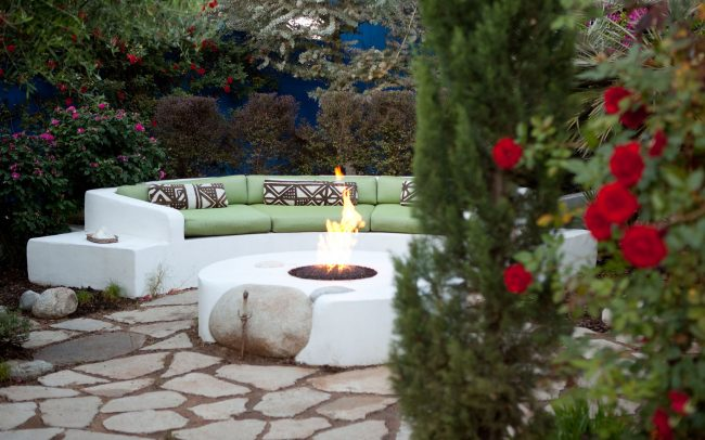 Firepit with curved seating