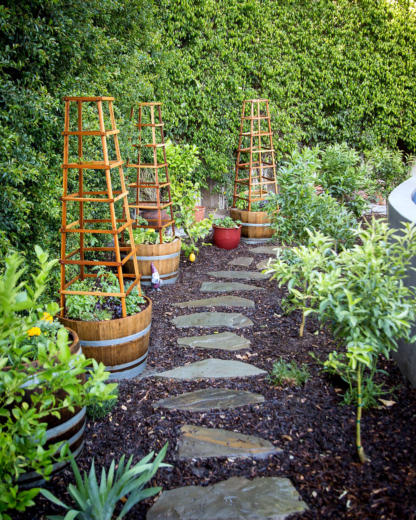 Garden Of Art: Horticultural Accents - Landscape