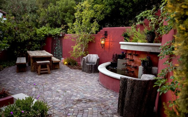 Trickling fountain and plum-toned walls